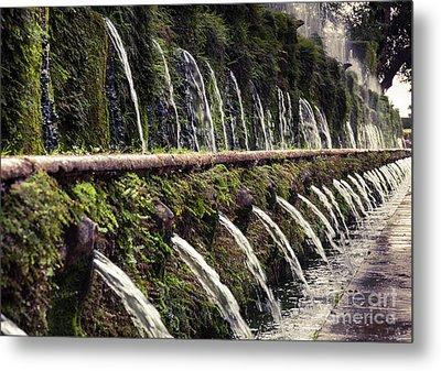 Le Cento Fontane The Hundred Fountains  At Villa D'este Gardenst Metal Print by Peter Noyce