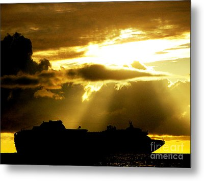Metal Print featuring the photograph Leaving Kona by David Lawson