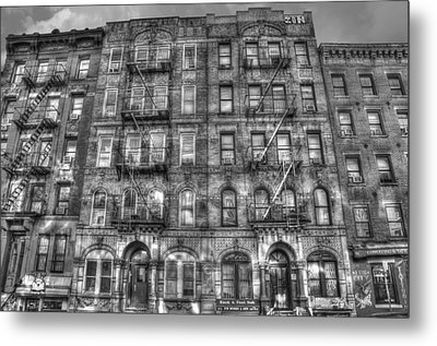 Led Zeppelin Physical Graffiti Building In Black And White Metal Print by Randy Aveille