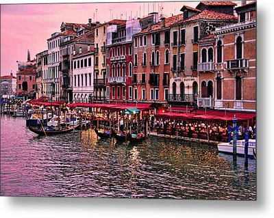 Metal Print featuring the photograph Life On The Grand Canal by Oscar Alvarez Jr
