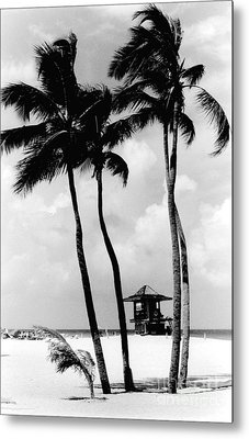 Lifeguard Hut Metal Print by Gary Gingrich Galleries