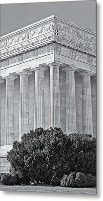 Lincoln Memorial Pillars Bw Metal Print by Susan Candelario