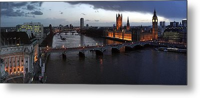 London At Dusk Metal Print by Gary Lobdell