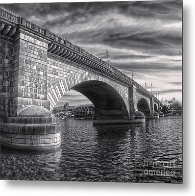 London Bridge In Black And White Metal Print by Gregory Dyer