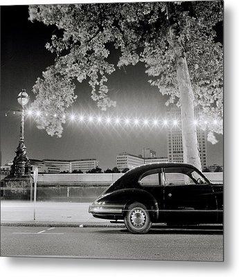 Porsche In London Metal Print by Shaun Higson