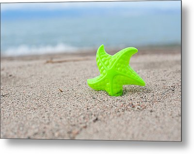 Lonely Starfish  Metal Print by Sofia Walker