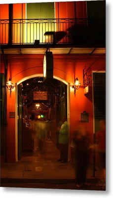 Looking In Pat O'brien's Metal Print by Greg Mimbs