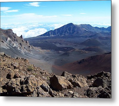 Metal Print featuring the photograph Looking Over The Edge by Sheila Byers