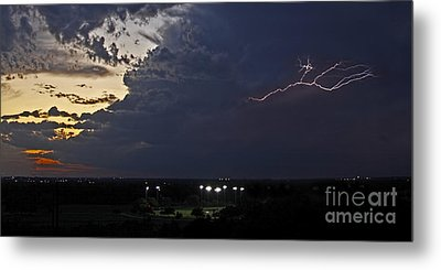 Looks Like Time To Call This Off Metal Print by Gary Holmes