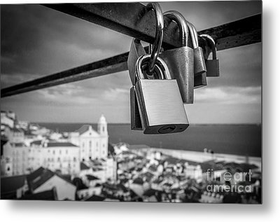 Love In Lisbon Metal Print by Carlos Caetano