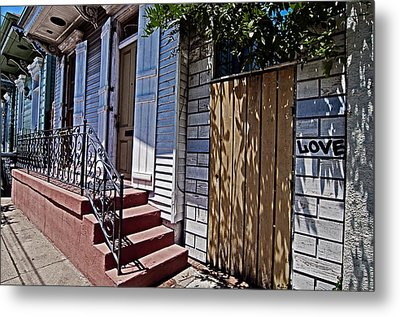 Love In The Marigny Metal Print by Andy Crawford