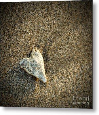 Love On The Beach Metal Print by Peggy Hughes