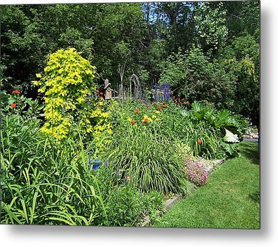 Metal Print featuring the photograph Lovely Garden by Sheila Byers