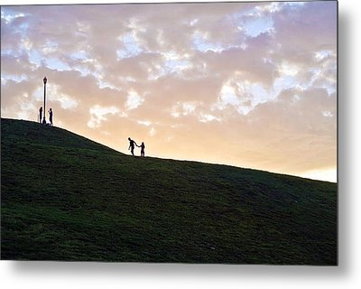 Lovers On Federal Hill At Dusk Metal Print