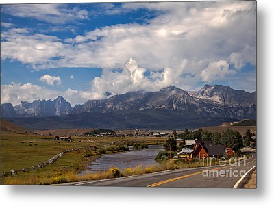 Lower Stanley  And The Valley Metal Print by Robert Bales