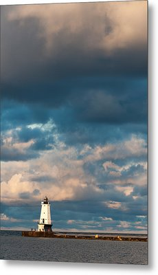Ludington North Breakwater Lighthouse At Sunrise Metal Print by Sebastian Musial