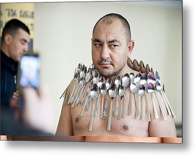 Magnet Man' World Record Attempt, Metal Print by Science Photo Library