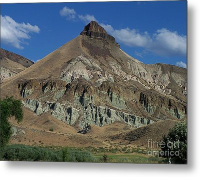 Metal Print featuring the photograph Majestic Rimrock by Chalet Roome-Rigdon