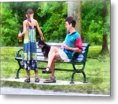 Making A New Friend In The Park Metal Print by Susan Savad