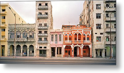 Malecon In Havana Metal Print by Shaun Higson