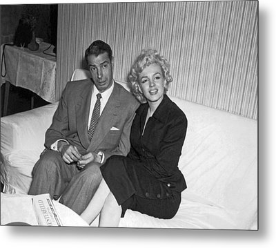 Marilyn Monroe And Joe Dimaggio Metal Print by Underwood Archives