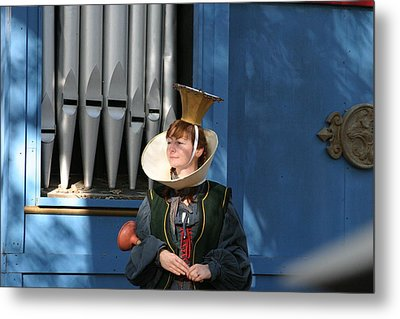 Maryland Renaissance Festival - A Fool Named O - 12128 Metal Print by DC Photographer