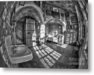 Master Bedroom At Fonthill Castlebw Metal Print by Susan Candelario