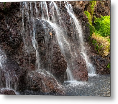 Maui Man In Shower Metal Print by Michael Flood