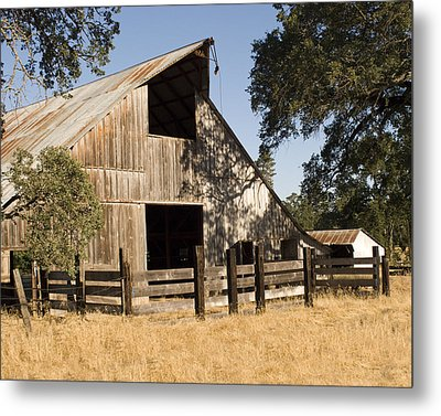 Metal Print featuring the photograph Mccourtney Barn  by William Havle