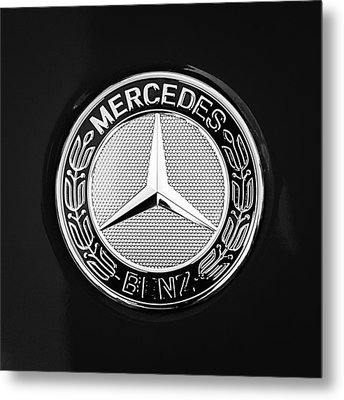 Mercedes-benz 6.3 Gullwing Emblem Metal Print by Jill Reger