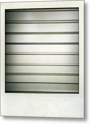 Metal Texture Metal Print by Les Cunliffe
