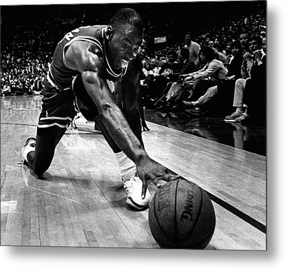 Michael Jordan Reaches For The Ball Metal Print