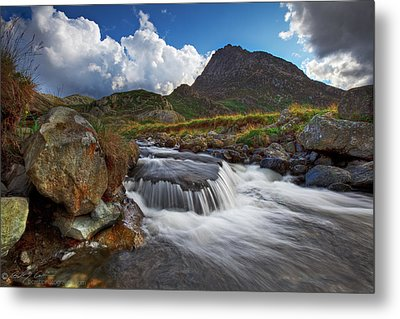 Mighty Tryfan  Metal Print by Beverly Cash