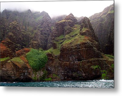 Metal Print featuring the photograph Misty Na Pali Coastline by Amy McDaniel