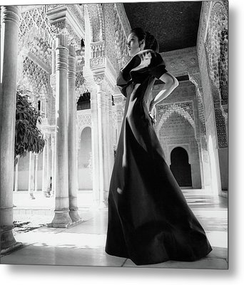 Model In The Court Of Lions Inside The Alhambra Metal Print
