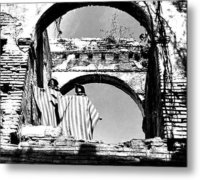 Models And Arches Metal Print