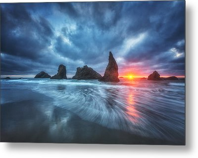 Moody Blues Of Oregon Metal Print by Darren  White