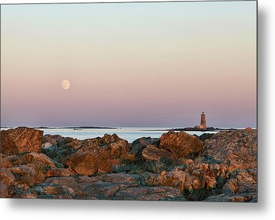 Moon And Whaleback Metal Print by Eric Gendron