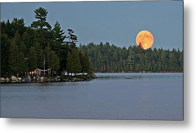 Metal Print featuring the photograph Moon Rise At The Lake by Barbara West