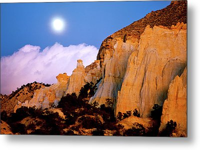 Moonrise Over The Kaiparowits Plateau Utah Metal Print by Ed  Riche