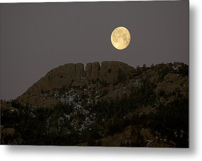 Moonset Over Horsetooth Metal Print by Rich Ernst