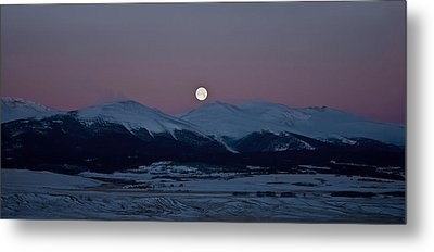 Moonset Over The Great Divide Metal Print by Patrick Derickson