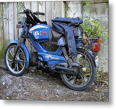 Moped Madness Metal Print by Steve Sperry