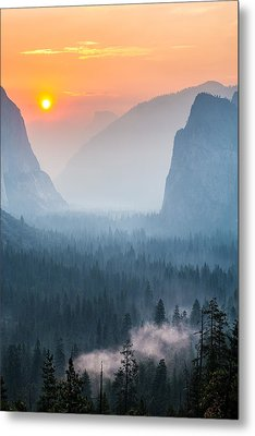 Morning Mist In The Valley Metal Print