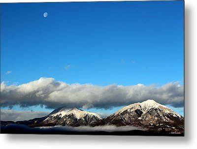 Metal Print featuring the photograph Morning Moon Over Spanish Peaks by Barbara Chichester