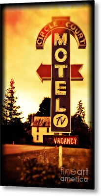 Motel Hell Metal Print by Edward Fielding