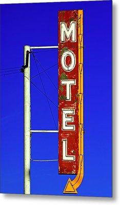 Motel Sign On Route 66 Metal Print by Daniel Woodrum