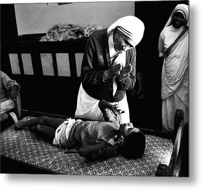 Mother Teresa Helping Boy Metal Print