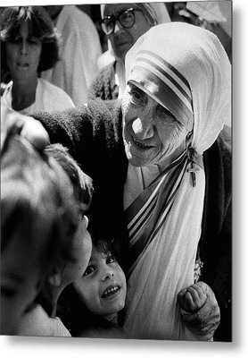 Mother Teresa With Children Metal Print
