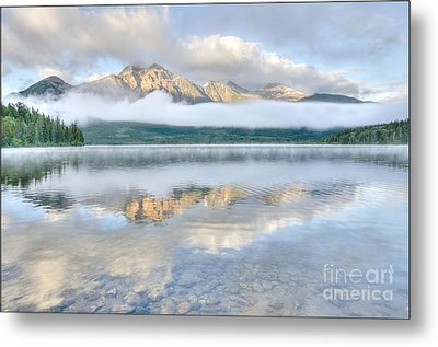 Mountains And Fog Metal Print by Wanda Krack